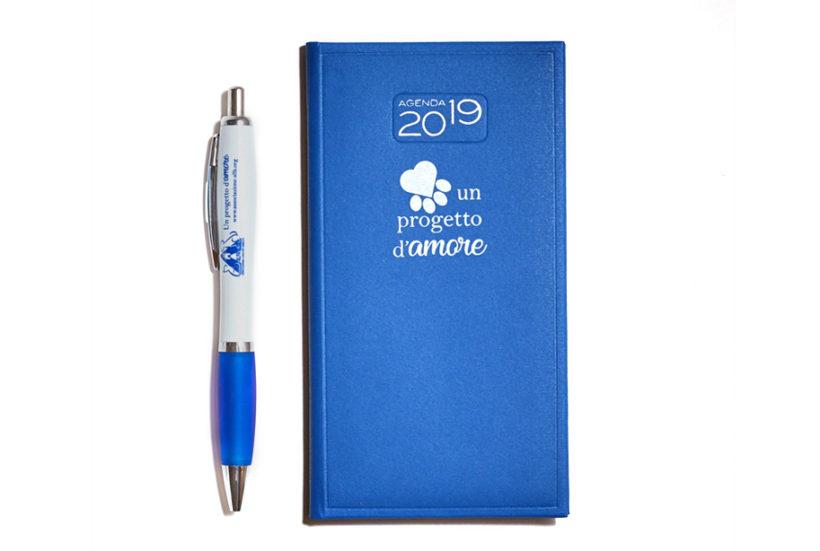 Un progetto d'amore – Agenda blu con penna ALFA